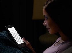 Dank Lichtfunktion ist auch das Lesen bei Dunkelheit kein Problem.
